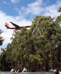 The DC10 swoops low over the Wombat State Forest before dropping retardant
